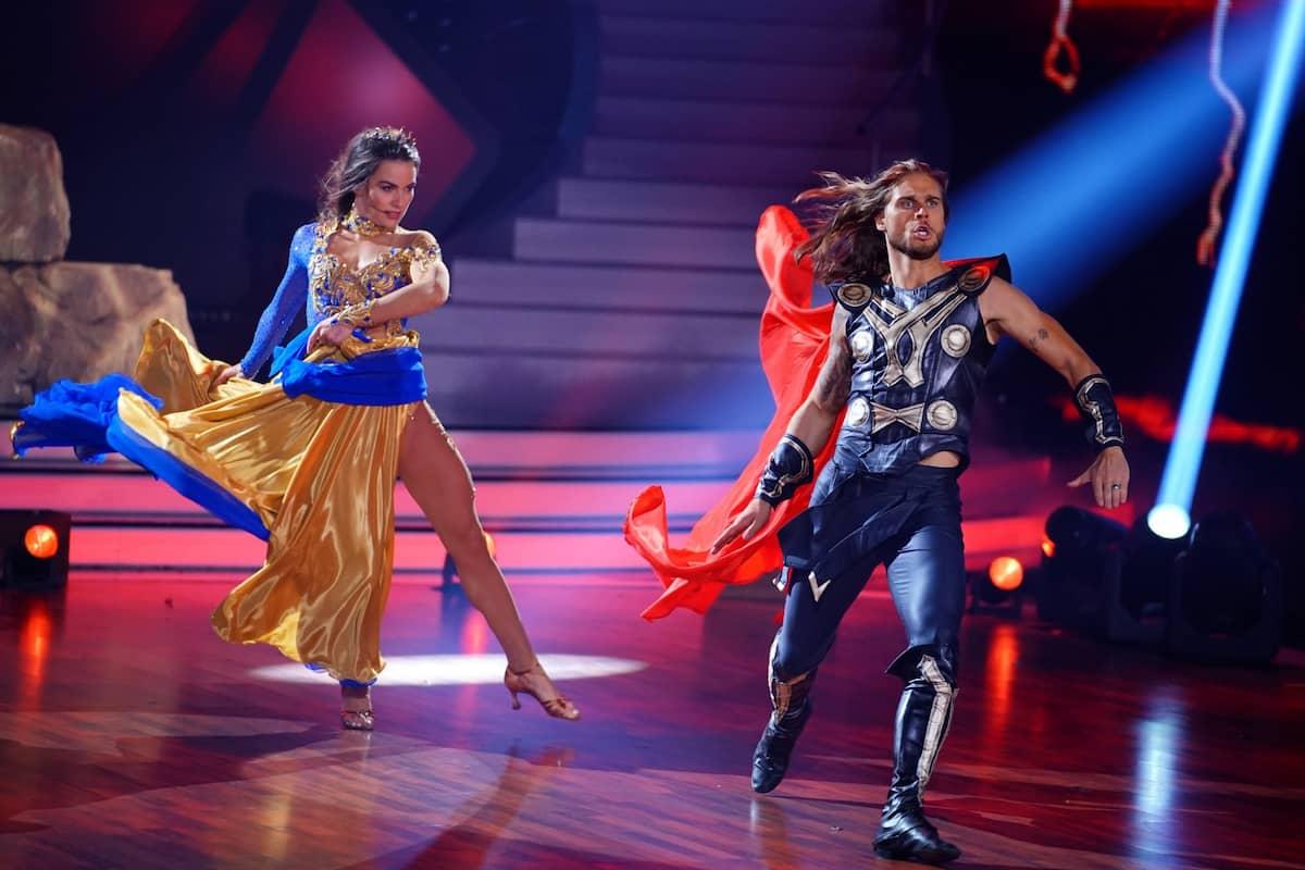 Renata Lusin und Rurik Gislason beim Kür-Tanz - Platz 1 im Finale Let's dance am 28.5.2021