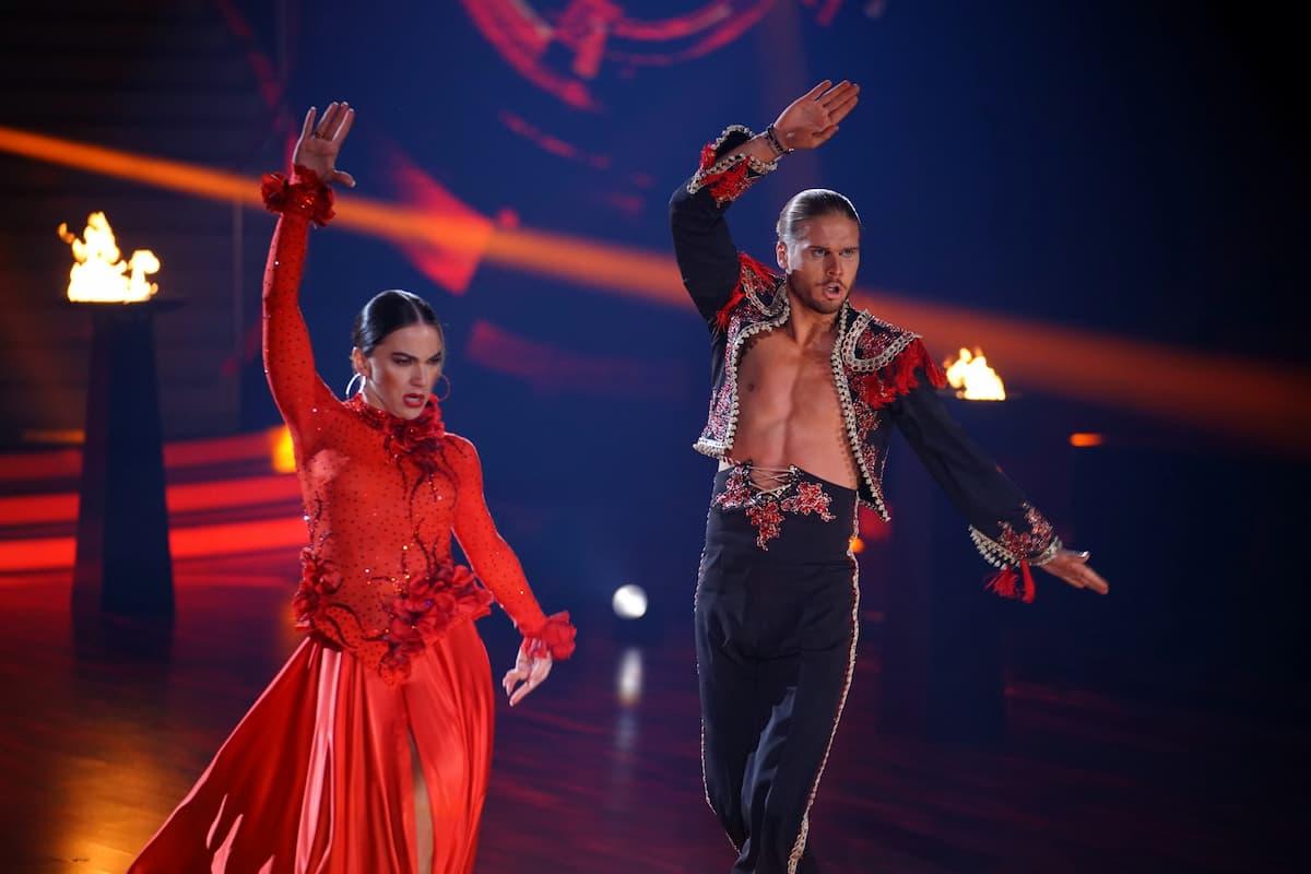 Renata Lusin und Rurik Gislason beim Paso Doble Let's dance am 14.5.2021