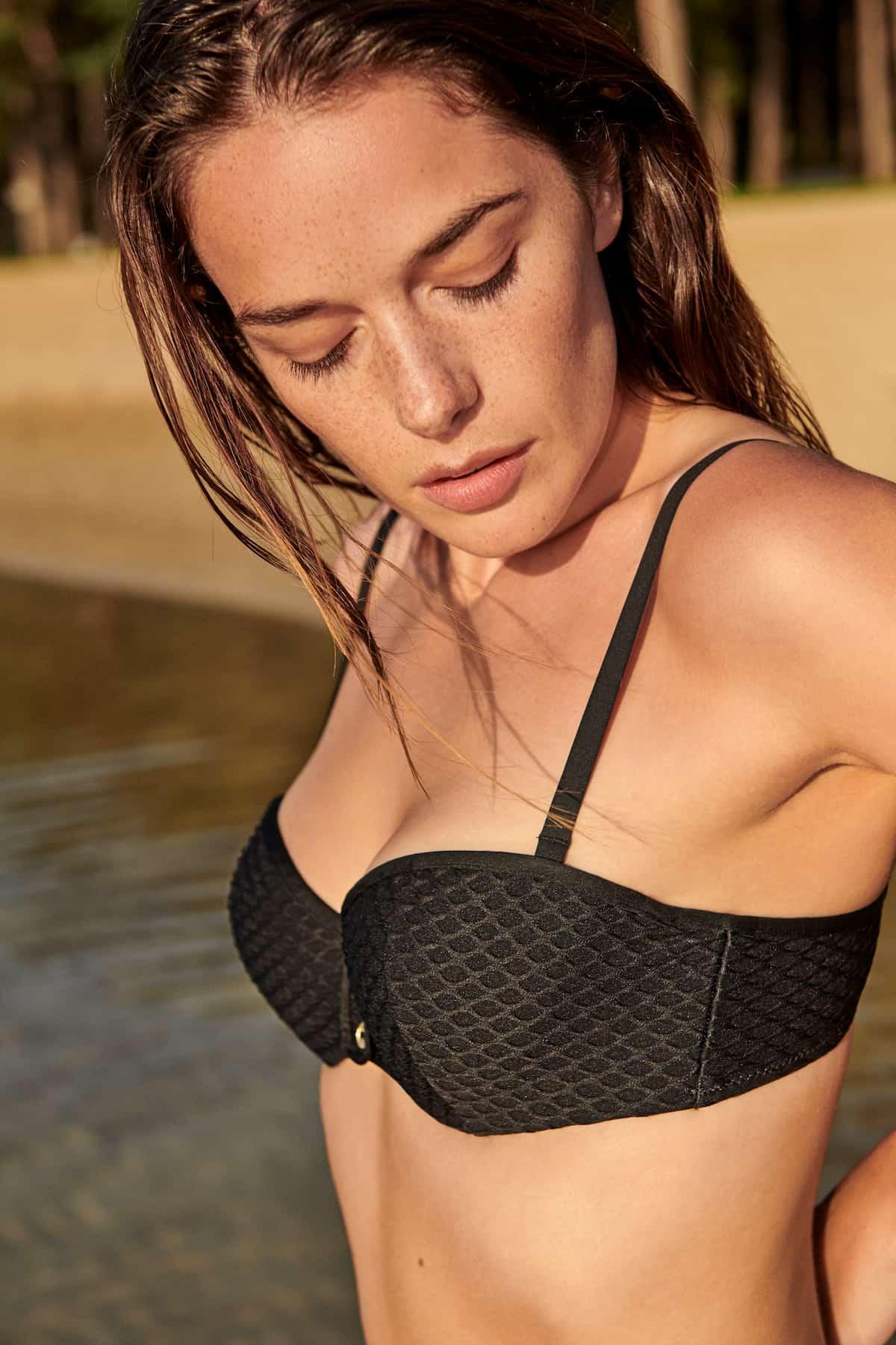 Schwarzer Bikini - hier das Oberteil - von Marie Jo Swim, Modell Brigitte für den Sommer 2021