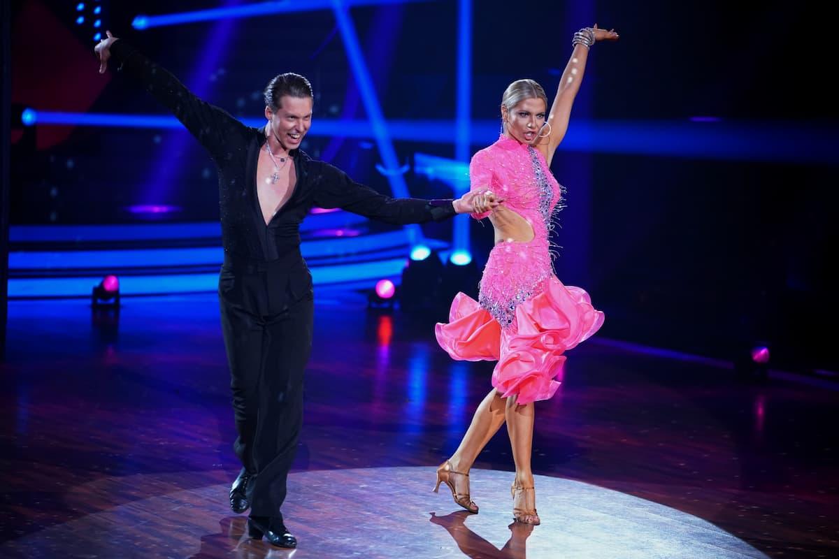 Valentin Lusin - Valentina Pahde beim Cha Cha Cha Let's dance am 21.4.2021