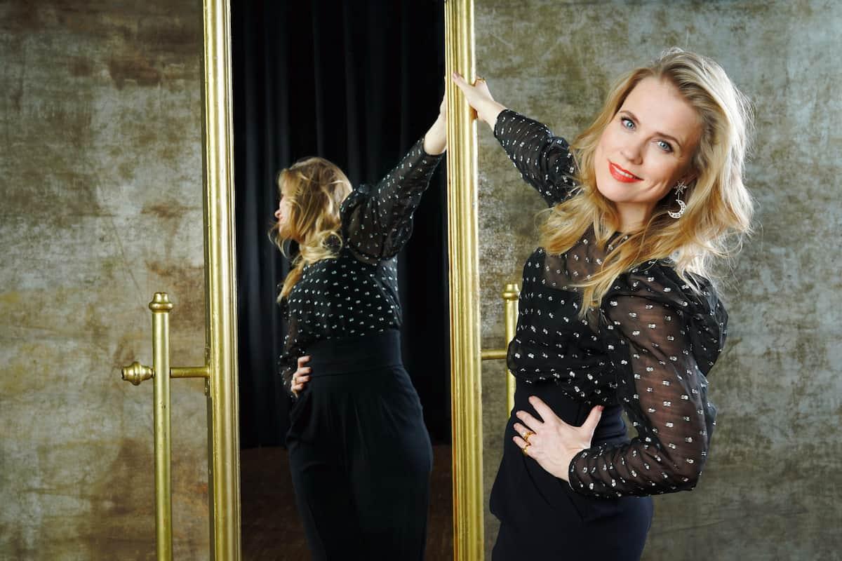 Verletzt ausgeschieden vor Let's dance am 7.5.2021 ist Ilse DeLange - aber bei Let's dance am 7.5.2021 als Sängerin wieder dabei
