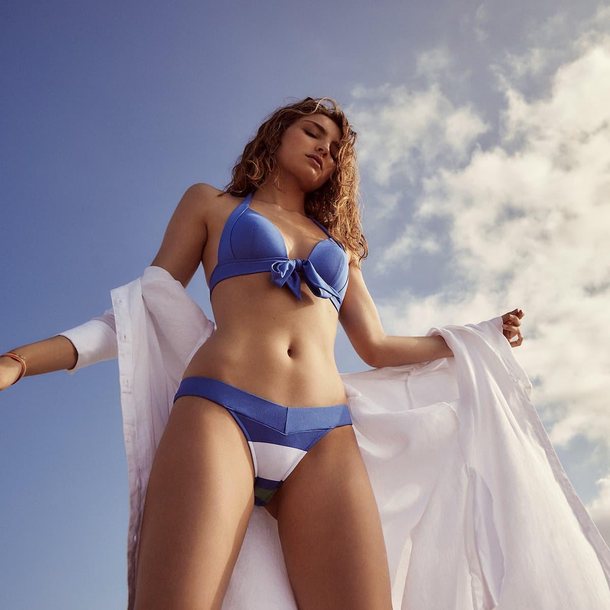 Andres Sarda Bkini 2021, Modell Elsa in Blau mit Streifen
