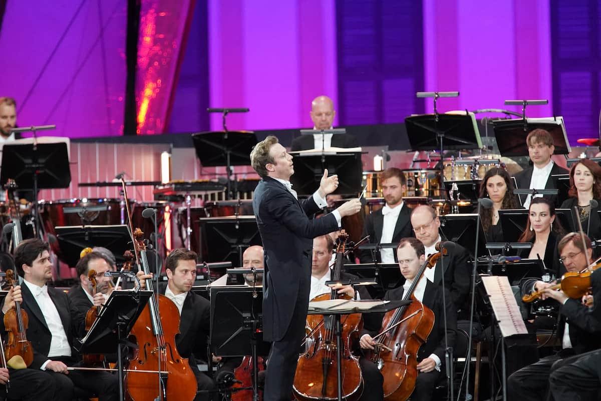 Dirigent Daniel Harding mit den Wiener Philharmonikern beim Sommernachtskonzert Schönbrunn 2021