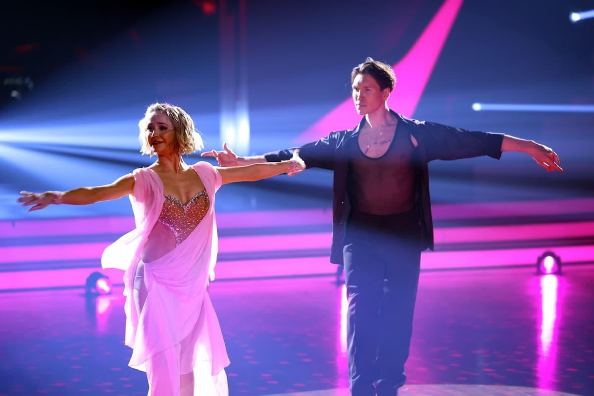 Nina Bezzubova und Evgeny Vinokurov tanzen bei der Profi-Challenge 2021