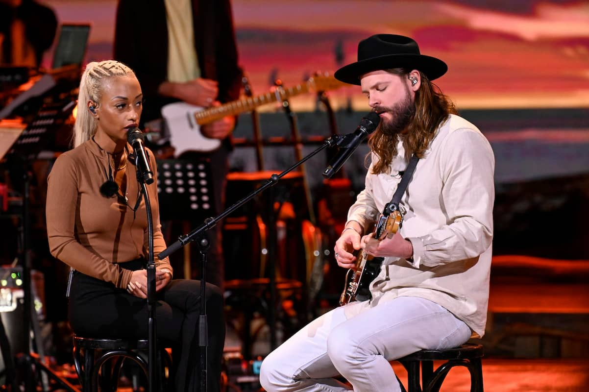 Nura und Ian Hooper bei ihrem Duett bei Sing meinen Song am 8.6.2021
