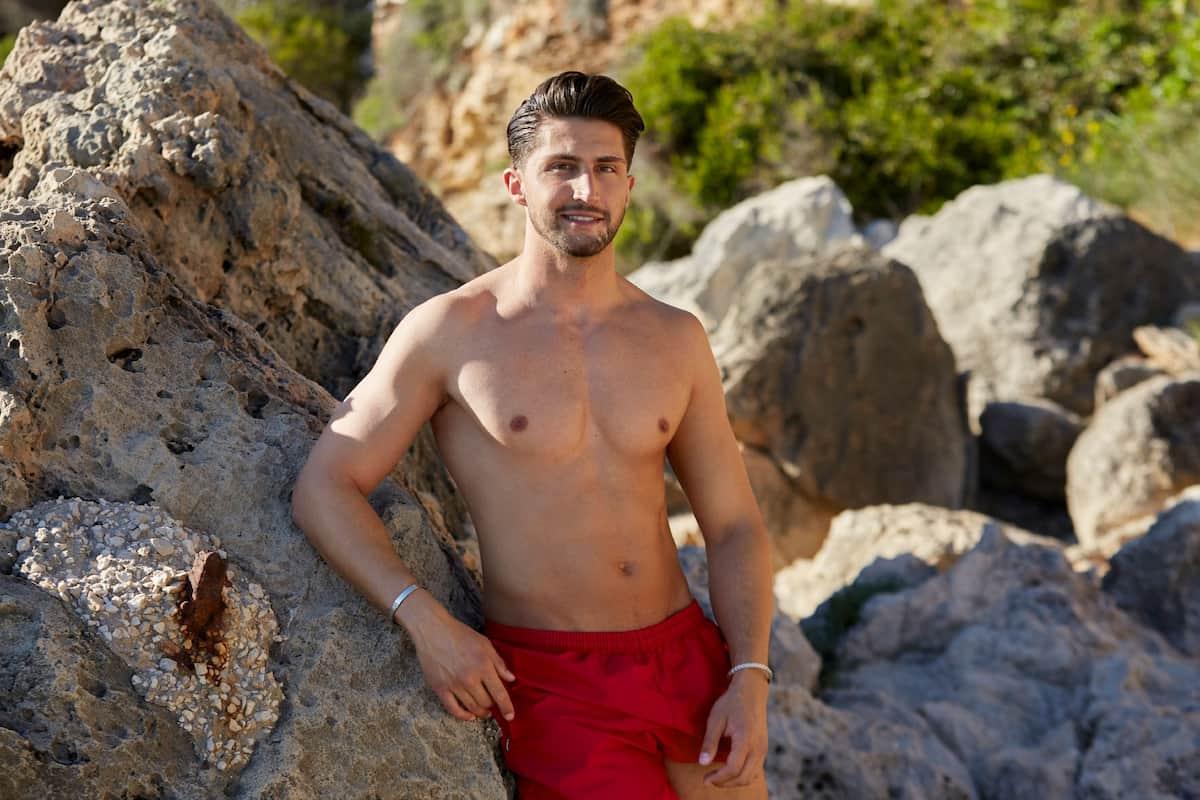 Lorik - Neuer Bachelorette-Kandidat in Badehose