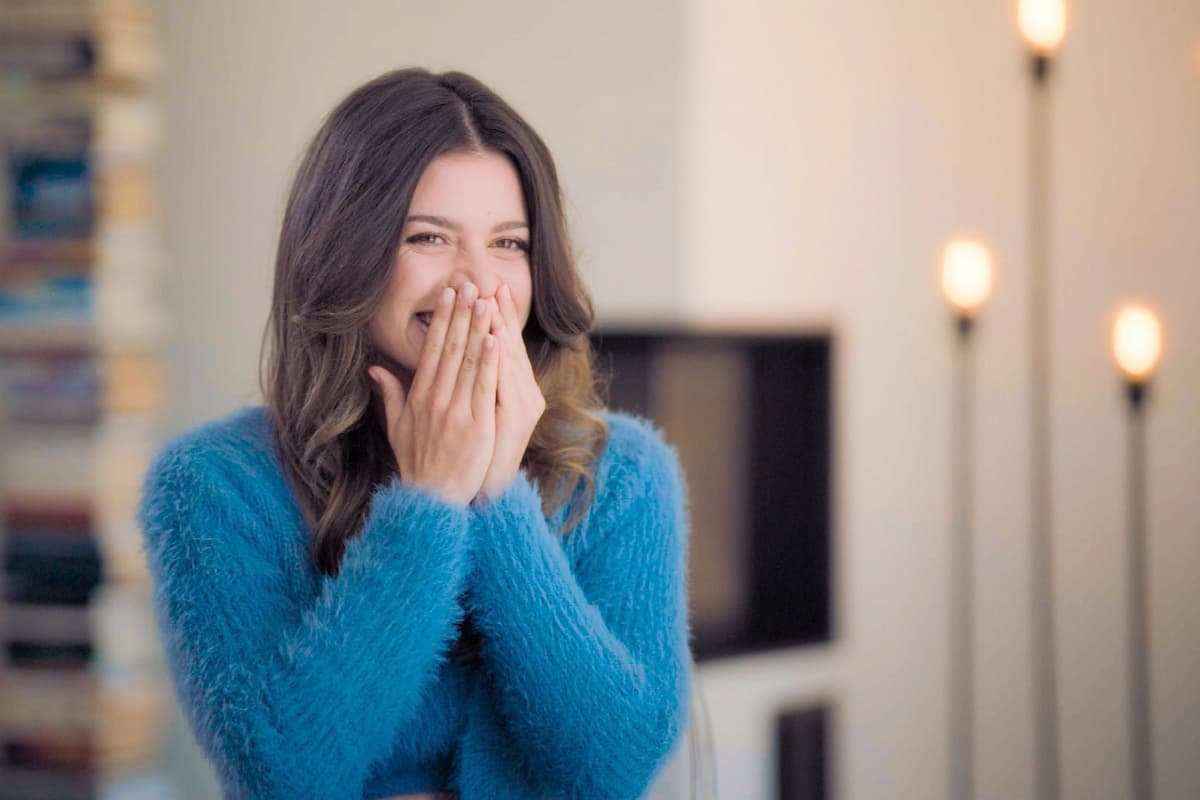 Maxime Herbord in Folge 1 Bachelorette 2021 als sie erfährt, dass sie die Bachelorette ist