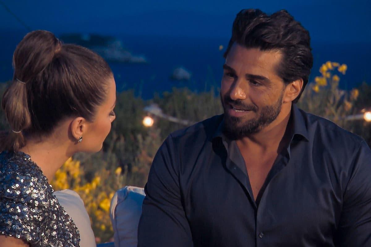 Maxime und Kenan im Gespräch in der Nacht der Rosen Bachelorette am 4.8.2021