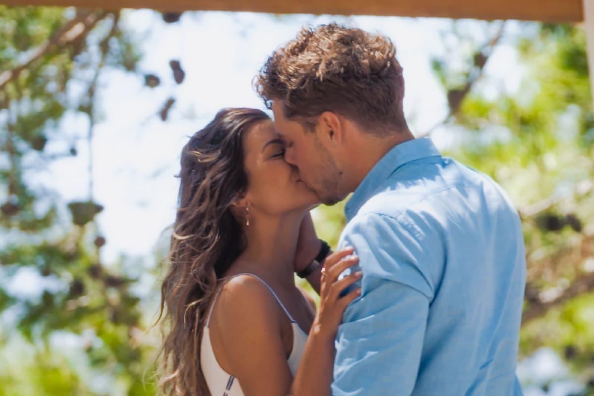 Maxime und Raphael küssen sich - Bachelorette am 25.8.2021