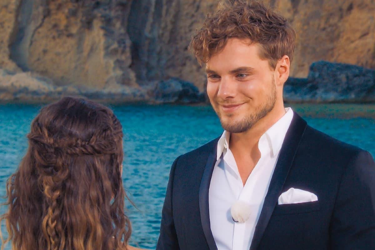 Raphael bekommt die letzte Rose, ist Gewinner bzw Sieger der Bachelorette 2021